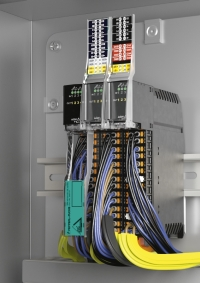 The AS-Interface module KE5 is a real space saver in switch boxes or cabinets